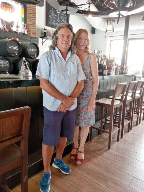 Bob And Linda El Muro (1)