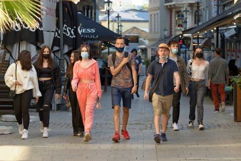 people walking covid mask