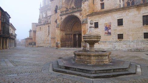 800px Antigua Plaza Mayor De El Burgo De Osma