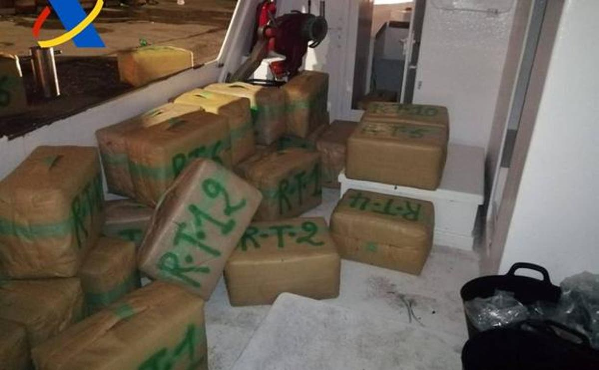 Costa Blanca News – Drug smugglers caught loading four tonnes of hashish from Mar Menor fishing boat onto a lorry in Spain